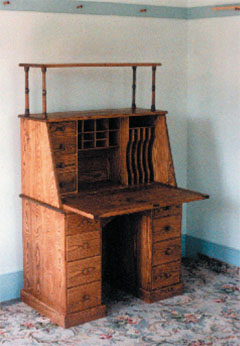 shaker desk open