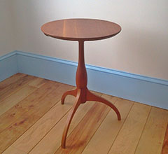 shaker roundstand table